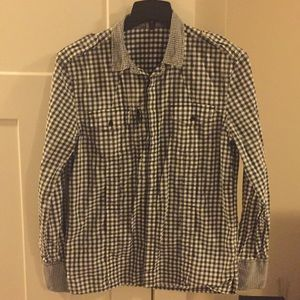 Black & white shirt with button snap sleeves